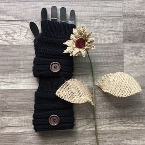 Accessories - 🎃SALE! NEW Fingerless Black Knit gloves🧤